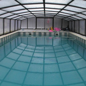 La piscine couverte est également chauffée